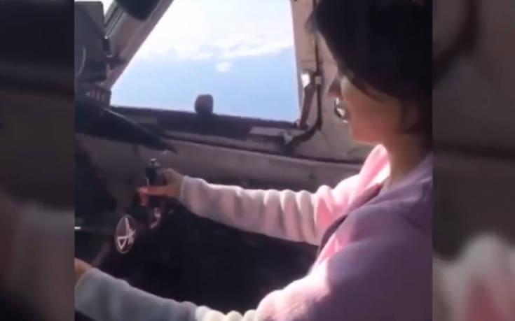 Ρωσία: Πιλότος έδωσε το πηδάλιο του αεροσκάφους σε νεαρή επιβάτιδα χωρίς εκπαίδευση