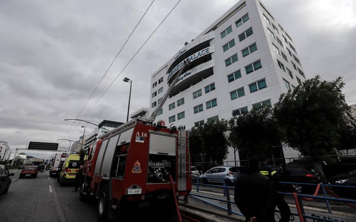 Φωτιά σε ξενοδοχείο στη Συγγρού: «Συνάδελφός μου έδειξε το δρόμο στους πυροσβέστες»
