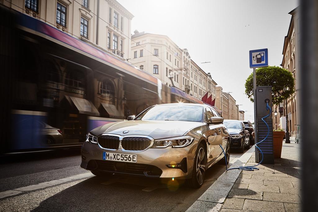 BMW: Νέο ρεκόρ όλων των εποχών για τα ηλεκτροκίνητα οχήματα