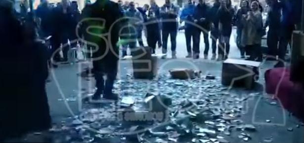 Καβάλα: Γλέντι από άλλες εποχές – Έσπασαν 10.000 πλακάκια και 5.. τουαλέτες (Βίντεο)