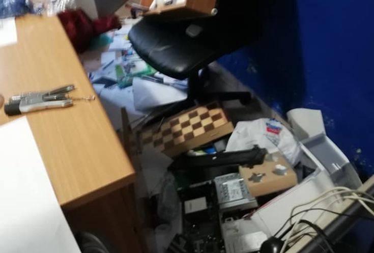Επίθεση στα γραφεία της ΝΔ στο Χαϊδάρι: «Κατέστρεψαν τρόφιμα που είχαν συγκεντρωθεί από το υστέρημα εθελοντών»