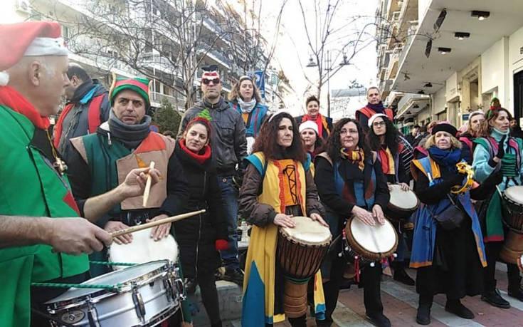 Με κάλαντα, γιορτινά τραγούδια και παιδικές φωνές πλημμύρισε η Θεσσαλονίκη