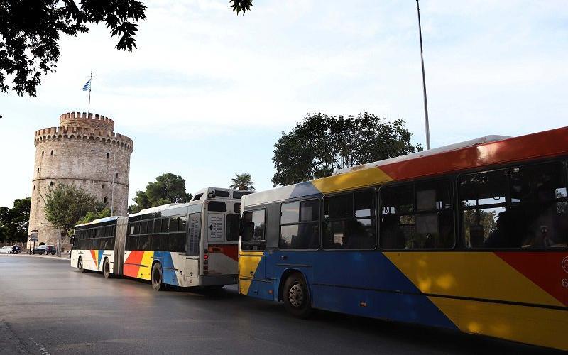 Θεσσαλονίκη: Απίστευτη ταλαιπωρία σε λεωφορείο του ΟΑΣΘ – Επιβάτες στοιβάζονται ο ένας πάνω στον άλλο [φωτο]