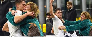 Σκόραρε με πέναλτι και…χάθηκε στην αγκαλιά της μητέρας του!
