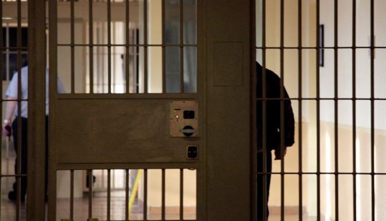 Φθιώτιδα: Καταδικασμένος σε 101 χρόνια φυλάκιση πήρε άδεια και… δεν επέστρεψε