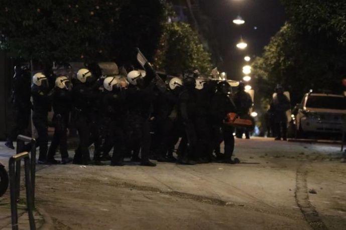 Κουκάκι: Εκκενώθηκαν οι δύο ανακαταλήψεις – Συλλήψεις αντιεξουσιαστών και τραυματισμοί αστυνομικών