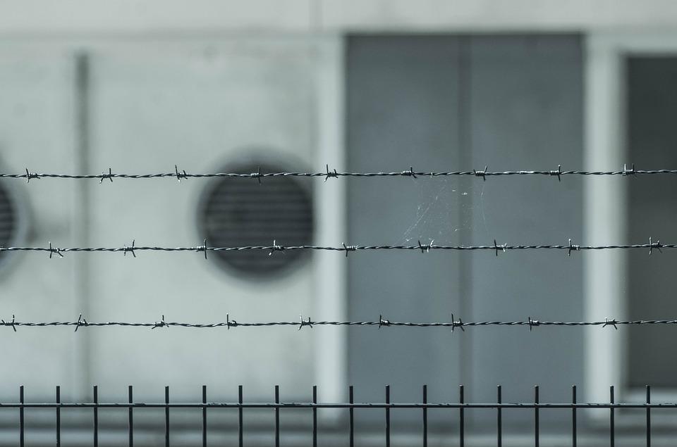 Η απόδραση που κράτησε μόλις μία ώρα: Δραπέτευσε από τη φυλακή Βόλου αλλά τον βρήκαν σε νεκροταφείο