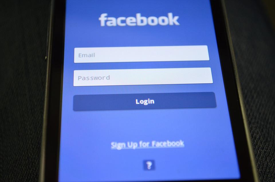 Χάκερς παραβίασαν εκατοντάδες λογαριασμούς Τρικαλινών στο Facebook