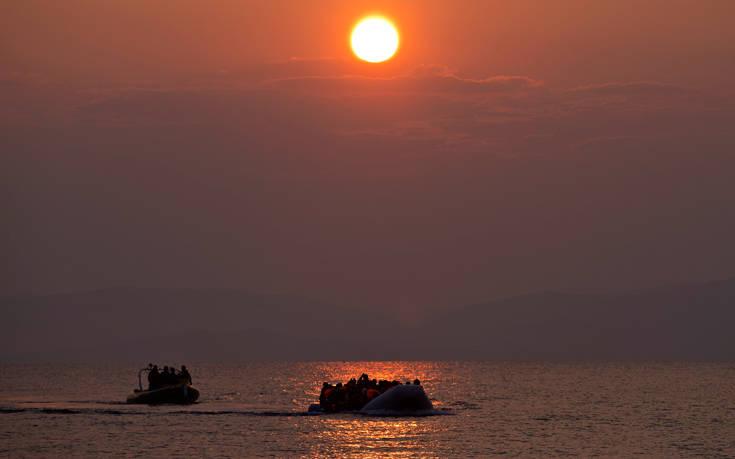«Πλωτό φράγμα για να σταματήσει τους μετανάστες σχεδιάζει η Ελλάδα στο Αιγαίο»