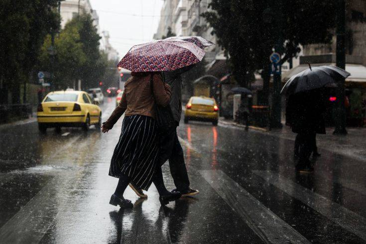 Καιρός: Κυριακή με βροχές και καταιγίδες από το απόγευμα