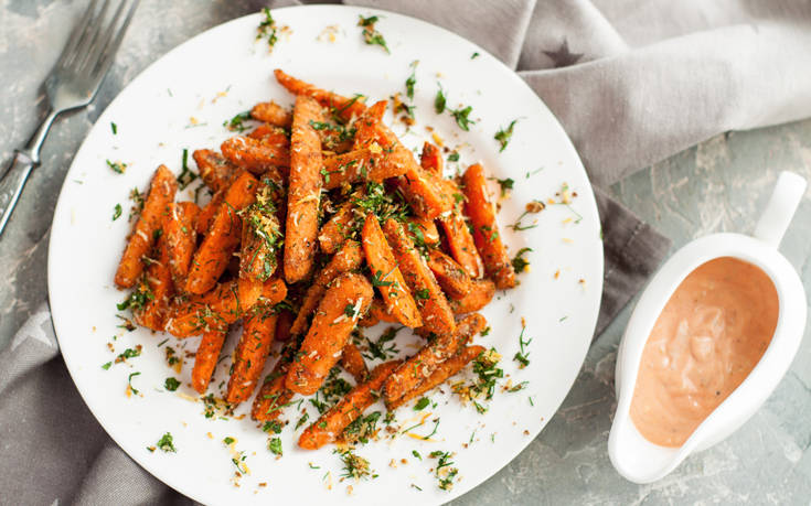Τραγανά στικ καρότου με παρμεζάνα