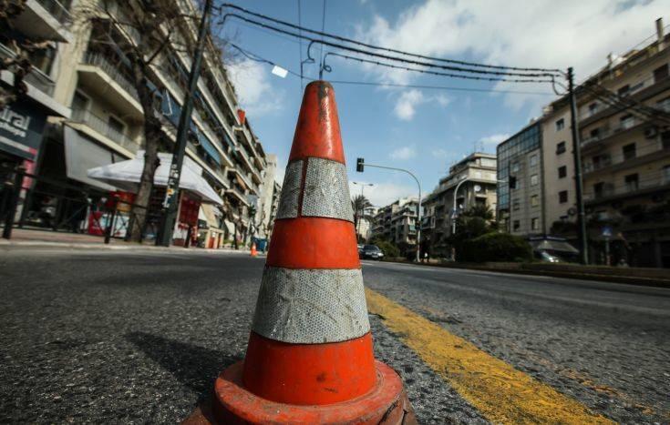 Κλειστοί δρόμοι στο κέντρο της Αθήνας, συγκέντρωση εκπαιδευτικών στα Προπύλαια