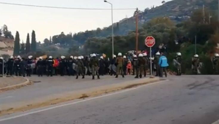 Σάμος: Συγκέντρωση διαμαρτυρίας από τον δήμο για το προσφυγικό