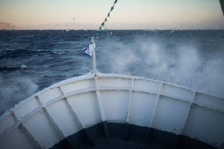 Παραμένει ακυβέρνητο το πλοίο AEOLOS