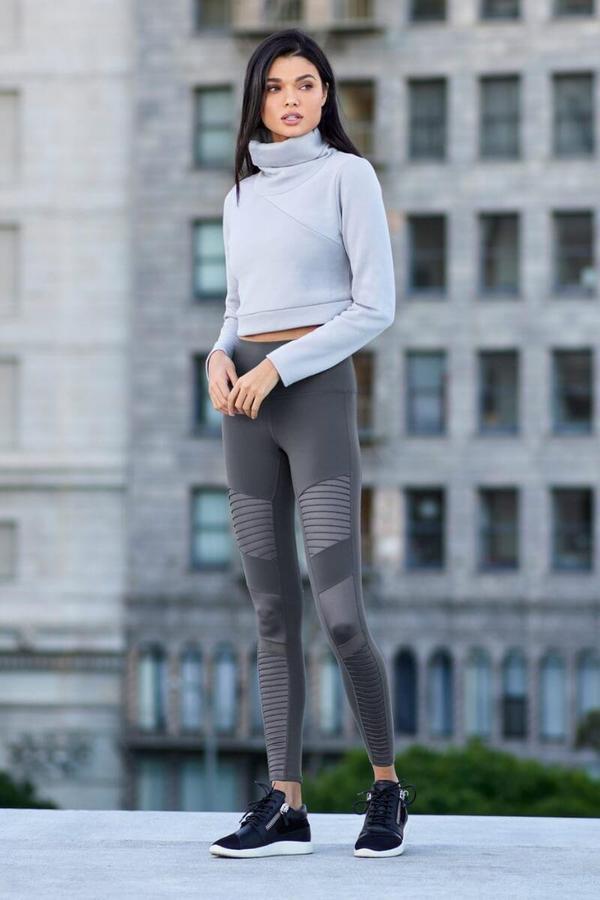 «Alo Yoga»: Αυτό είναι το καινούργιο sporty label που μόλις ήρθε στην Ελλάδα και θα σε ενθουσιάσει