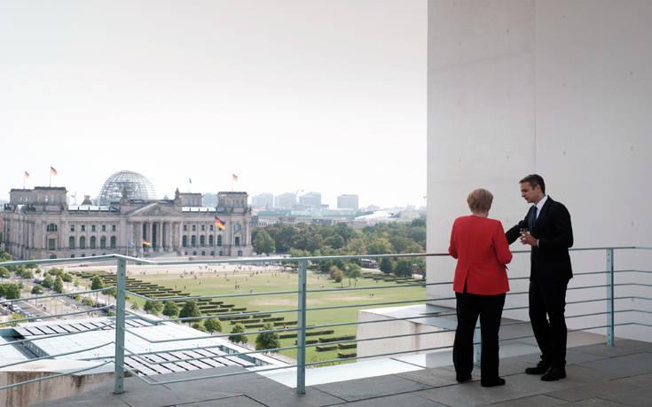 Τηλεφώνημα Μητσοτάκη-Μέρκελ: Δυσαρέσκεια για την απουσία της Ελλάδας από τη διάσκεψη του Βερολίνου