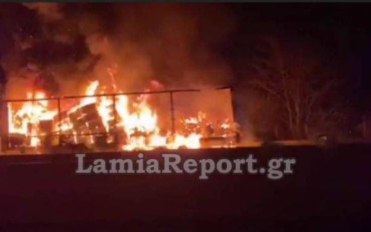 Φωτιά σε νταλίκα στην Εθνική Οδό Αθηνών – Λαμίας