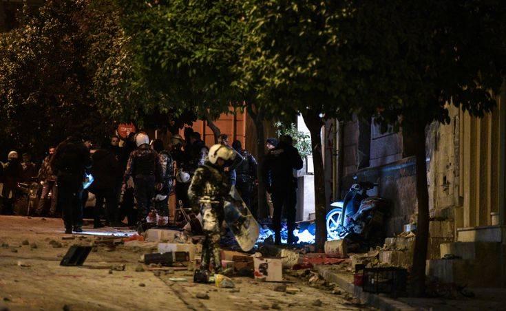 Σε νομικές ενέργειες προχωρούν οι αστυνομικοί για τις επιθέσεις στο Κουκάκι