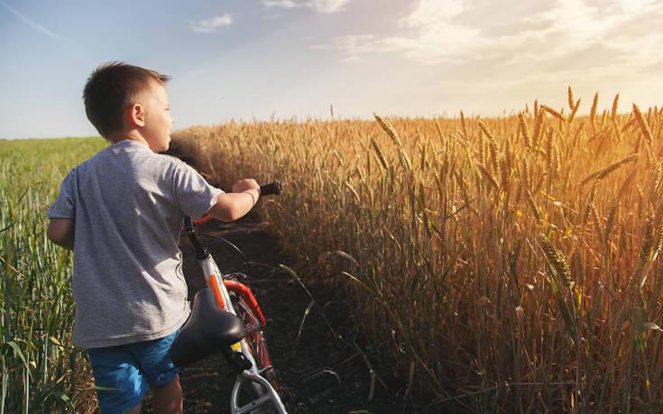 Τα παιδιά, κυρίως τα αγόρια, συνδέουν την κυριαρχία με την αρρενωπότητα