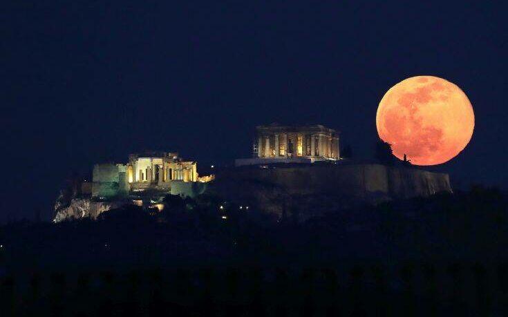 Υπερπανσέληνος: Δείτε εικόνες πάνω από την Ακρόπολη
