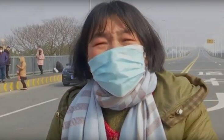 Μητέρα καρκινοπαθούς εκλιπαρούσε αστυνομικούς για να περάσει από την επαρχία Χουμπέι