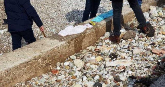 Συνελήφθη η μητέρα του νεκρού βρέφους στην Πάτρα – Το εγκατέλειψε στην παραλία