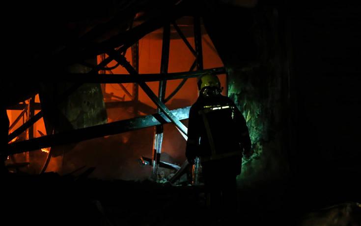 Φωτιά σε διώροφο σπίτι τα ξημερώματα στη Θεσσαλονίκη