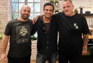 """Ο Σάββας Πούμπουρας… «διδάσκει» στην κουζίνα του Food n"""" Friends (trailer)"""