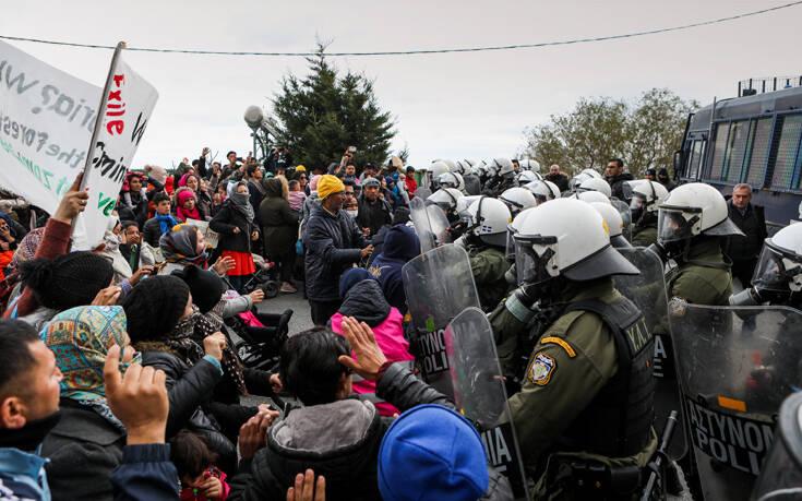 Δύσκολη νύχτα στη Λέσβο: «Μπαρούτι έτοιμο να εκραγεί η Μυτιλήνη» λέει ο περιφερειάρχης