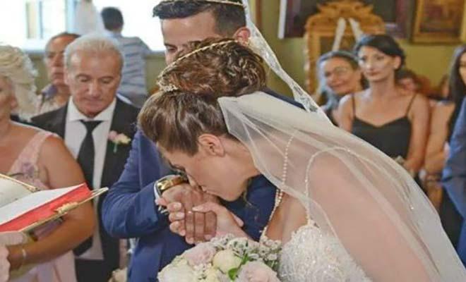 Κάλυμνο: Όταν ο ιεροψάλτης λέγει «Η δε γυνή ινά φοβήται τον άντρα» η γυναίκα σκύβει με σεβασμό και του φιλάει το χέρι