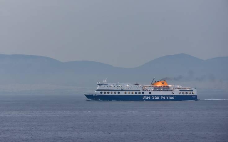 Δεν μπορεί να πιάσει το λιμάνι της Ρόδου το Blue Star 2 λόγω των ανέμων