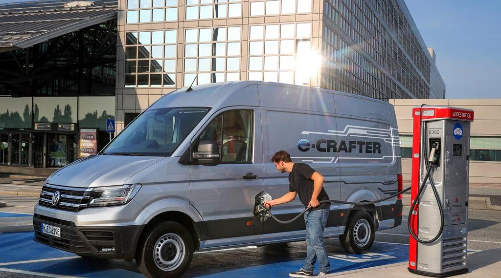 Παράδοση 420 e-Crafter από τη Volkswagen Επαγγελματικά Οχήματα σε γαλλική εταιρεία