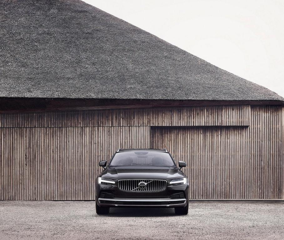 Τα ανανεωμένα Volvo S90 και V90 με ήπιους υβριδικούς κινητήρες σε όλη την γκάμα τους