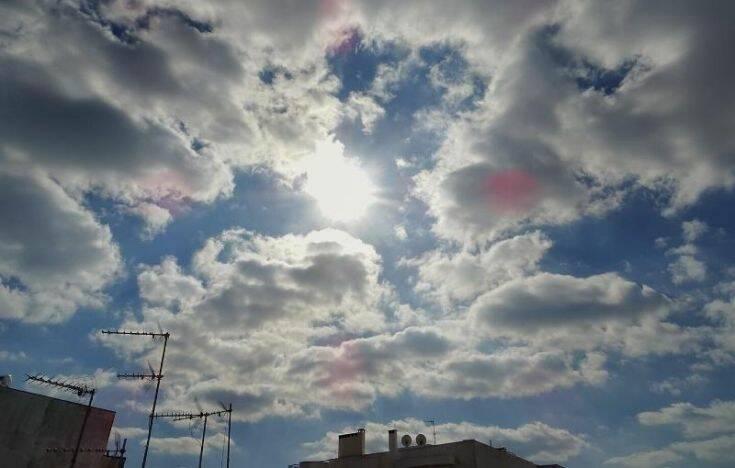 Βελτιώνεται ο καιρός την Κυριακή – Τοπικές βροχές και 8 μποφόρ στο Αιγαίο