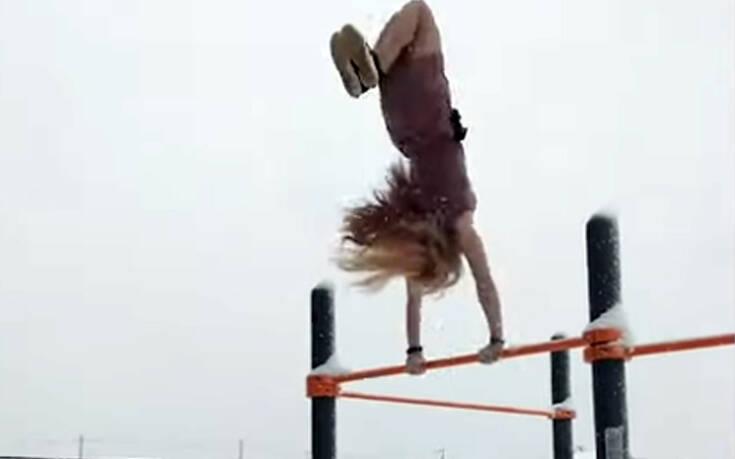 Η 21χρονη Ρωσίδα που κάνει τις έλξεις να φαίνονται παιχνιδάκι