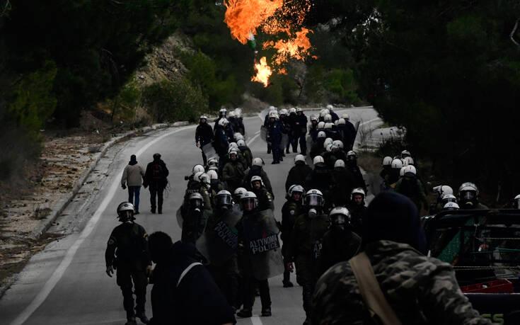 ΣΥΡΙΖΑ: Έπρεπε πρώτα να γίνουν τα νησιά μας εμπόλεμη ζώνη για να ανακαλέσει ο κ. Μητσοτάκης τα ΜΑΤ;»