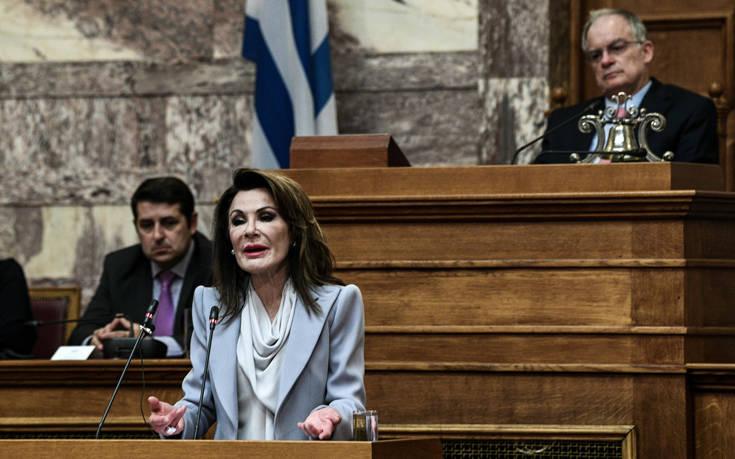 Αγγελοπούλου για το σήμα της επιτροπής Ελλάδα 2021: «Καμία σκέψη να υποκατασταθεί η σημαία ή ο σταυρός»