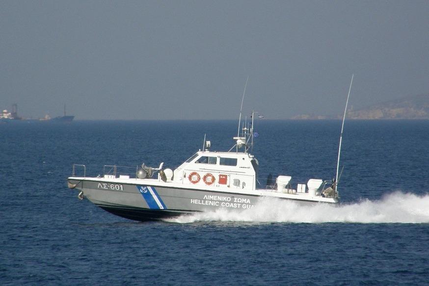 Πέραμα: Ανήλικος έπεσε στη θάλασσα