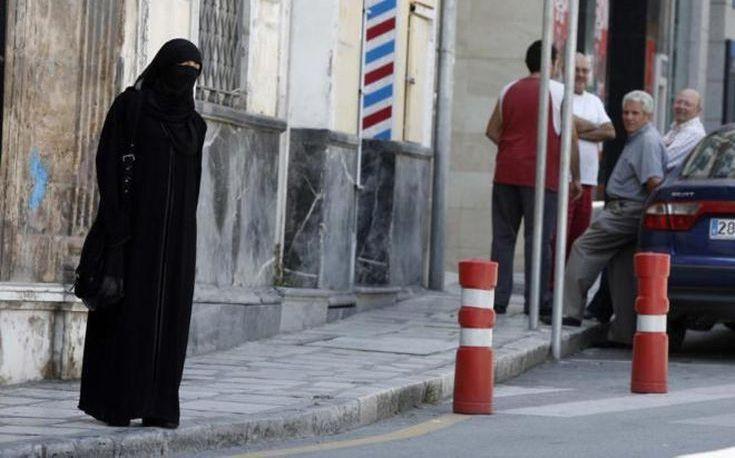 Δικαστήριο του Αμβούργου επιτρέπει σε 16χρονη να παρακολουθεί τα μαθήματα φορώντας νικάμπ