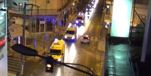 Κοζάνη: Ασθενοφόρα του ΕΚΑΒ ευχαρίστησαν τους πολίτες με αναμμένους φάρους και σειρήνες (βίντεο)