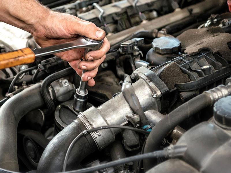 Ανοικτές οι εκθέσεις και τα συνεργεία αυτοκινήτων
