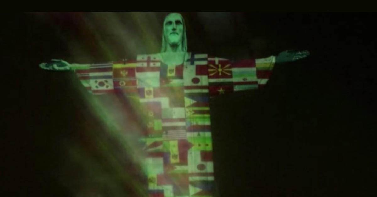 Κορωνοϊό: Το άγαλμα του Χριστού Λυτρωτή στο Ρίο φωτίστηκε με σημαίες χωρών που έχουν πληγεί