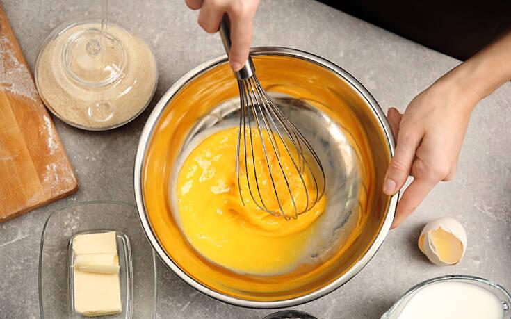 Πώς χτυπάμε σωστά τα αυγά