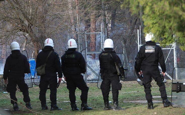 Καστανιές: Το συγκινητικό χειροκρότημα των κατοίκων στις δυνάμεις των ΜΑΤ
