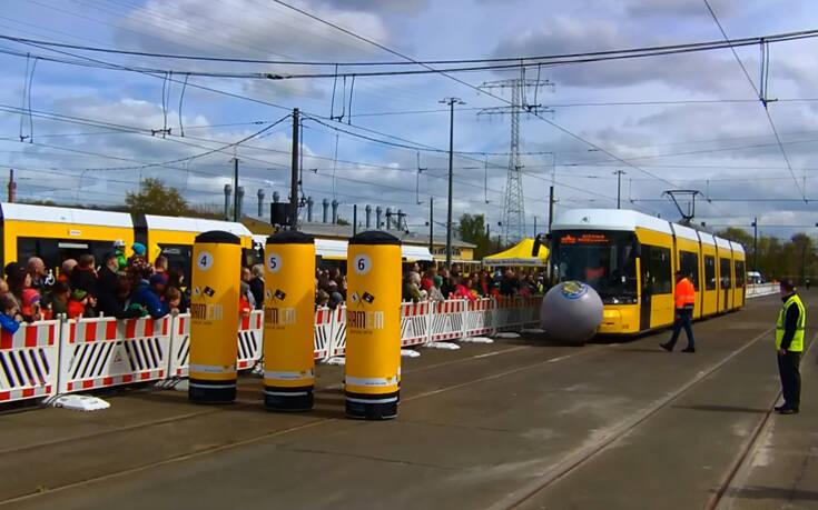 Γνώριζες πως υπάρχει μπόουλινγκ με τραμ;