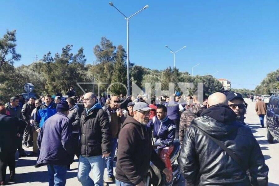 Μυτιλήνη: Πολίτες εμποδίζουν την απόβαση μεταναστών λιμάνι της Θερμής