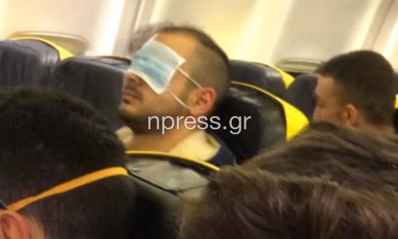 Έλληνας σε πτήση από Βουλγαρία σε Ελλάδα έδειξε μια διαφορετική χρήση της χειρουργικής μάσκας