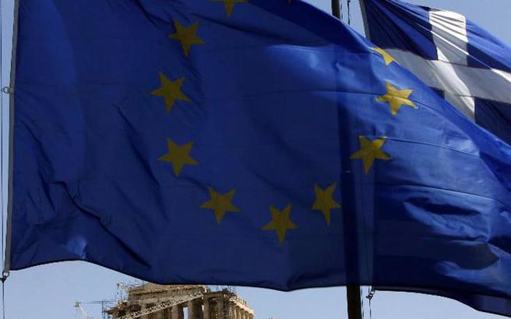 Στο πλευρό της Ελλάδας η ΕΕ για το προσφυγικό και την Τουρκία: Μη ανεκτές οι παράνομες διαβάσεις
