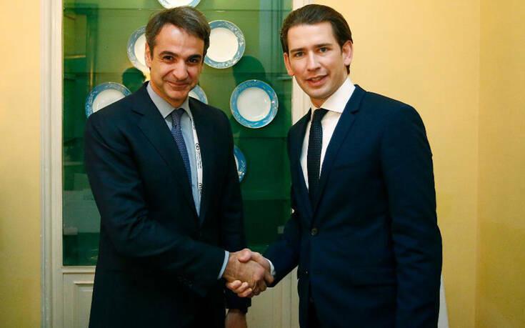 Συνάντηση Μητσοτάκη με Κουρτς – Δεκτός με στρατιωτικές τιμές ο Έλληνας πρωθυπουργός