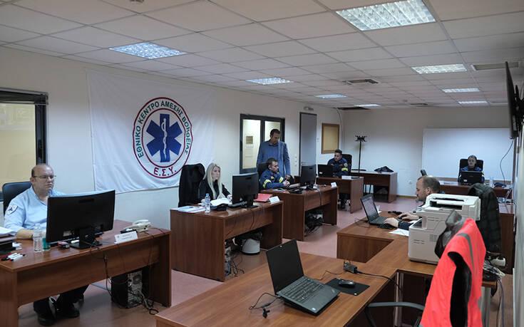 Επίσκεψη Κικίλια και Χαρδαλιά στο Κέντρο Επιχειρήσεων του ΕΚΑΒ